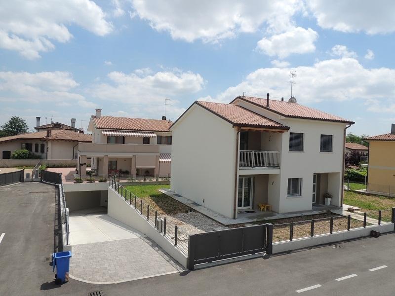 Un progetto che ha visto la costruzione di case indipendenti a Camalò di Povegliano, Treviso.
