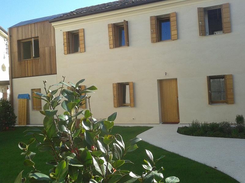 """Ristrutturazione di un'antica abitazione, ed ampliamento della stessa grazie al """"Piano Casa""""."""