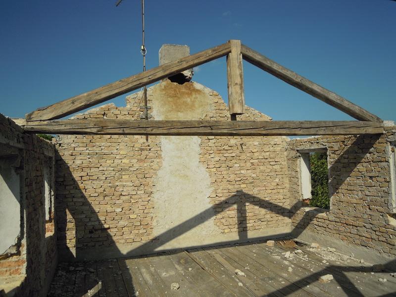 Restauro di un caseggiato del secolo scorso.